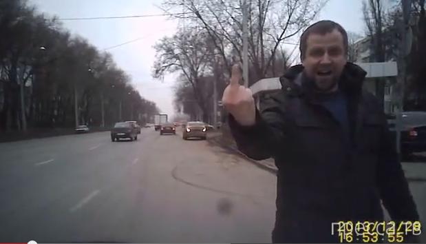 Неадекватный пешеход вышел на дорогу... ДТП на пр. Стачки, г. Ростов-на-Дону