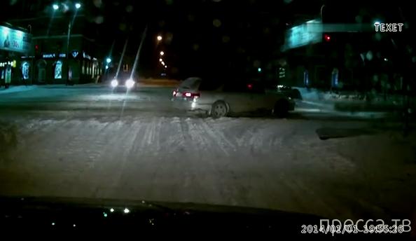 Пытался проскочить перекресток на красный свет... ДТП в г. Барнаул
