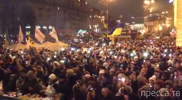 200 тысяч украинцев поют гимн на Майдане в Киеве