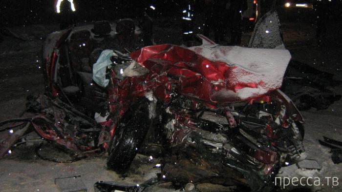 """Жесть!!! 4 человека погибли, 19 ранены...  Столкновение пассажирского автобуса """"Mercedes-Benz"""" и авто """"Mitsubishi"""", республика Коми"""
