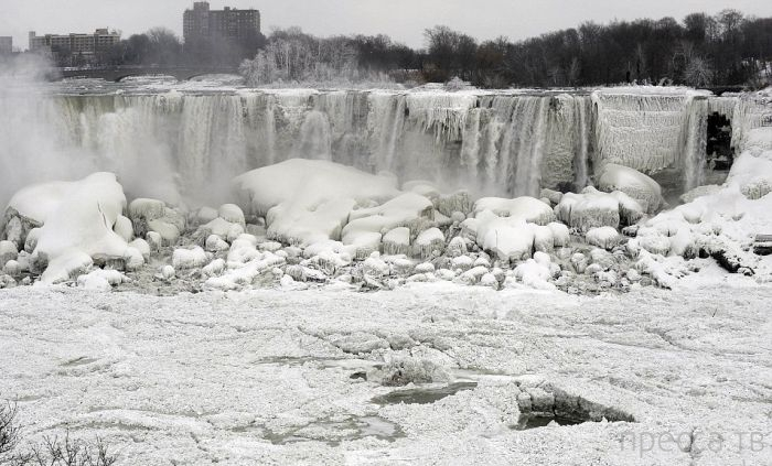 Впервые за сто лет замерз Ниагарский водопад (5 фото)