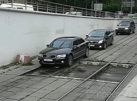 Вынужденная езда по рельсам... Пересечение улицы Свободы и Волоколамского шоссе, Тушино, г. Москва