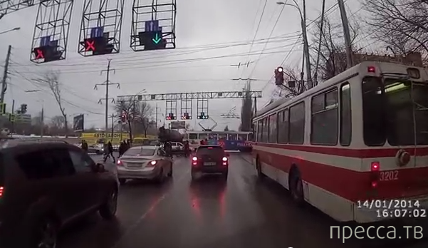 КАМАЗ-миксер столкнулся с трамваем... ДТП на Московском шоссе, г. Самара