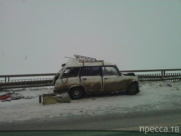 """Столкновение пассажирского автобуса с """"Chevrolet Lacetti"""" и """"Subaru Forester"""" на Чусовском мосту, г. Пермь"""