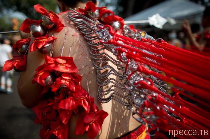 Религиозные обряды индуистов в Малайзии (10 фото)