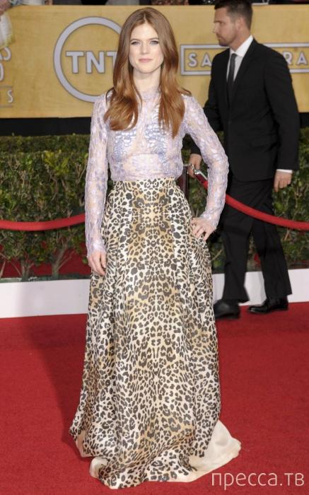 Роуз Лесли предпочитает не надевать белья под прозрачные платья (7 фото)