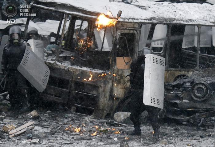 Ситуация на Евромайдане обострилась (38 фото)
