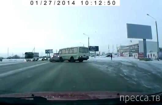 Водитель автобуса поворачивал, не глядя... ДТП на ул. Конева, г. Вологда