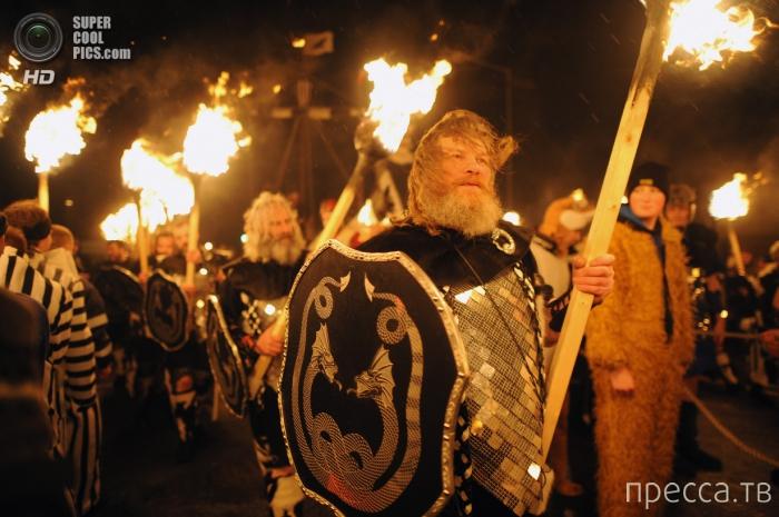 """Up Helly Aa"" - фестиваль викингов в Шотландии (15 фото)"