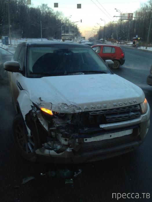 КАМАЗ хотел проскочить на красный свет... ДТП на пересечении Большого Купавинского проезда и шоссе Энтузиастов, г. Москва