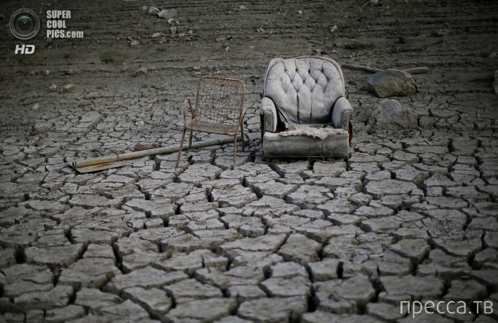 Засуха в Калифорнии - фотографии высохшего водохранилища Альмаден (4 фото)