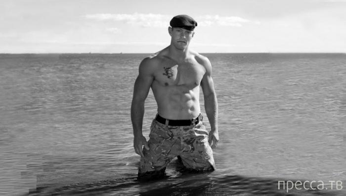 Откровенная фотоссесия морпехов Королевского спецназа Великобритании (11 фото)