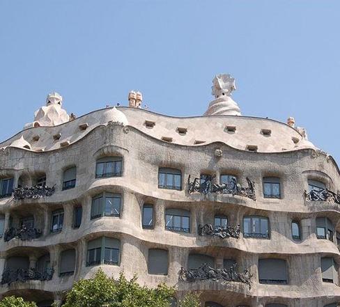 Дом Мила - один из символов Барселоны (12 фото)