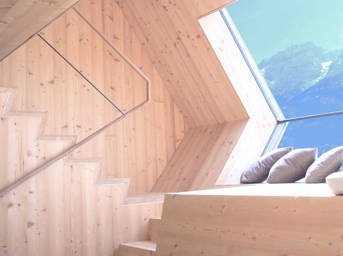 UFOgel - необычный деревянный дом (20 фото)