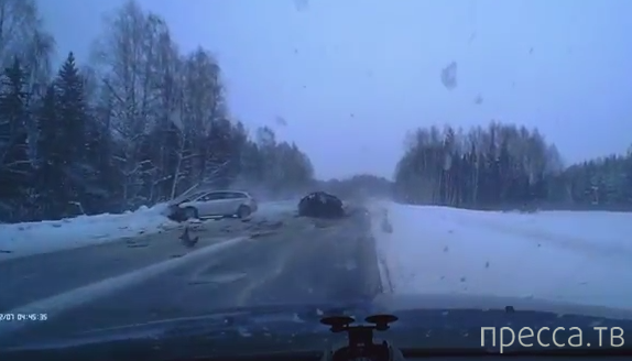 Жесть!!! Пассажирка ВАЗа скончалась на месте... ДТП с участием трех машин на трассе Сыктывкар-Чебоксары