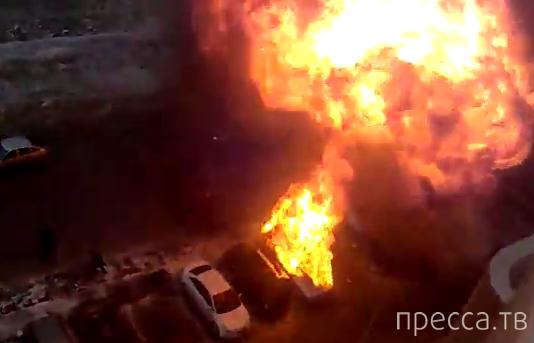 Взрыв автомобиля в Ростове-на-Дону...