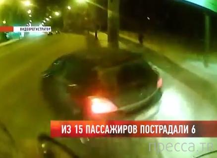 """От удара """"Opel Astra"""" рейсовый автобус врезался в столб... ДТП в г. Владимир"""