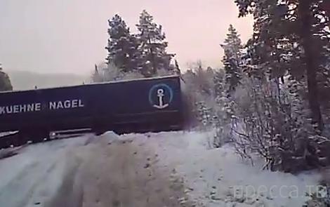 Российскую фуру занесло поперек дороги... ДТП в Норвегии