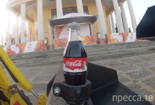 Самый оригинальный способ открыть Coca-Cola