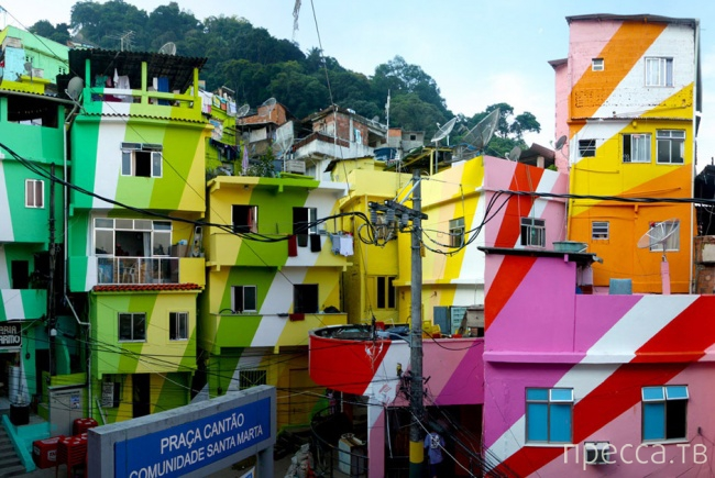 Необычные цветные города мира (22 фото)