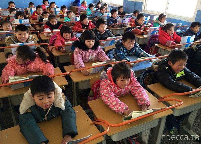 Как в китайских школах учат правильно сидеть и держать осанку (9 фото)