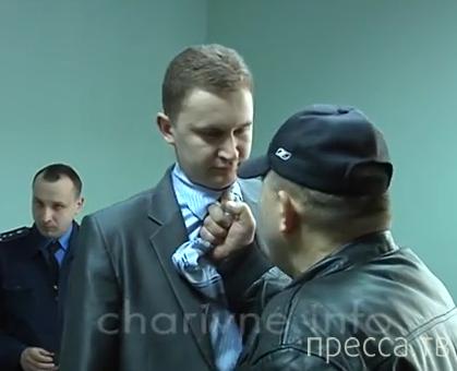 Координатор «Правого сектора» на Западной Украине - Александр Музычко беседует с прокурором