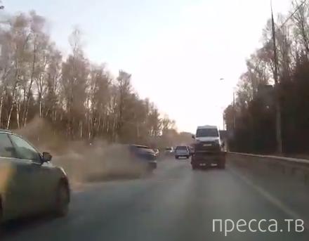 Отвлекся и влетел в отбойник... ДТП на Дмитровском шоссе, Московская область