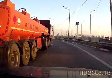 Внезапное сужение полосы между отбойником и бензовозом... ДТП в Митино, г. Москва