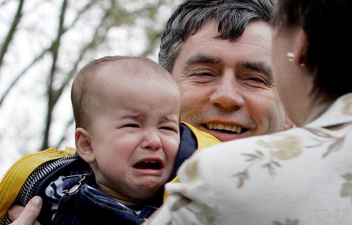 Подборка фотографий неудачно получившихся знаменитостей с плачущими детьми (14 фото)