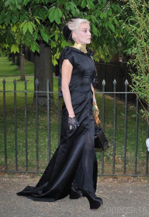 Дафна Гиннесс - наследница пивной империи Guinness - любительница экстравагантной обуви и одежды (30 фото)