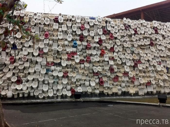 Туалетный водопад в Китае - один из самых странных экземпляров современного стрит-арт искусства (6 фото)