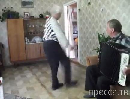"""Дед танцует """"Яблочко"""" в 75 лет"""