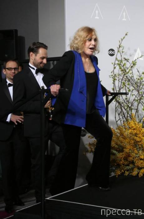 81-летняя Ким Новак - звезда фильма Хитчкока, шокировала «замороженным» пластикой лицом (18 фото)