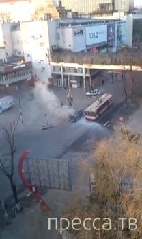 Горящая машина и беспомощные пожарные... ДТП в г. Кишинев, Молдова