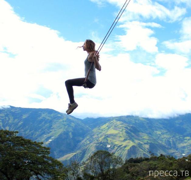 Сумасшедшие качели отеля Casa Del Arbol в Эквадоре (15 фото)
