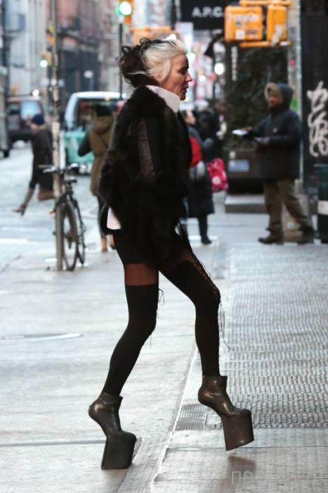 Самые странные наряды знаменитостей за минувшую неделю (11 фото)