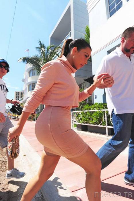 Ким Кардашьян «уменьшила» себя в фотошопе (14 фото)