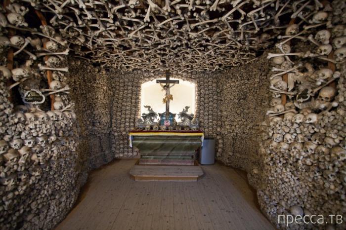 Kaplica Czaszek - Часовня Черепов в Чермне, Польша (12 фото)