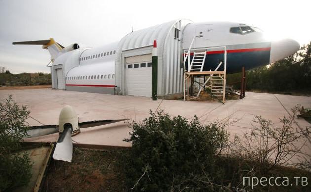 Удивительный дом из частей самолета (10 фото)