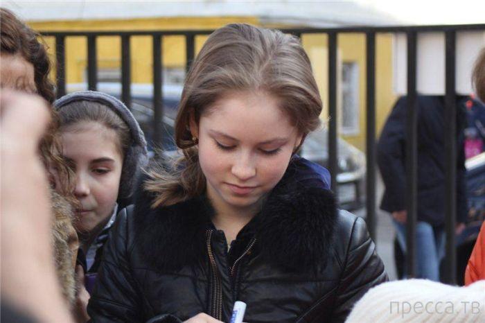 Юлия Липницкая провела пресс-конференцию и открытый урок в московской школе (10 фото)
