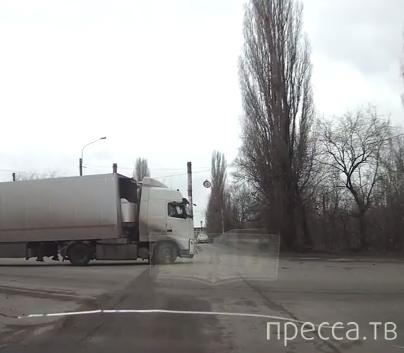 Обгон на перекрестке закончился ДТП... г. Воронеж