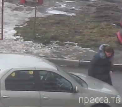 Женщина попросила помочь выехать... ДТП во дворе жилого дома, г. Казань