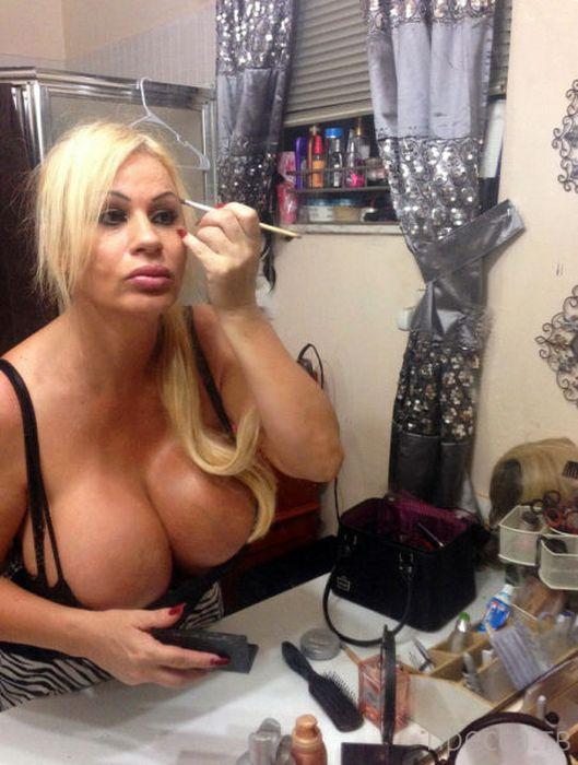 Лейси Вильдд - претендентка на звание обладательницы самой большой груди в мире (21 фото)