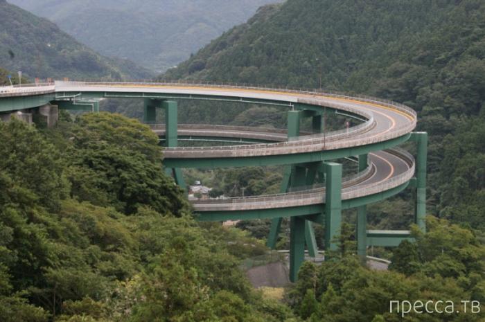 Винтовой мост Кавасу-Нанадару в Японии (7 фото + видео)