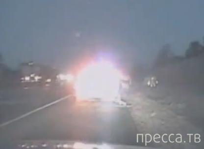 Фургон чуть не сбил полицейского... ДТП в штате Айова, США
