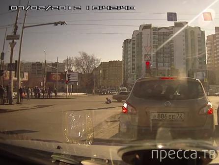 Пешеход перебегал на красный и попал под колеса... ДТП на пересечении улиц Герцена-Малыгина, г. Тюмень