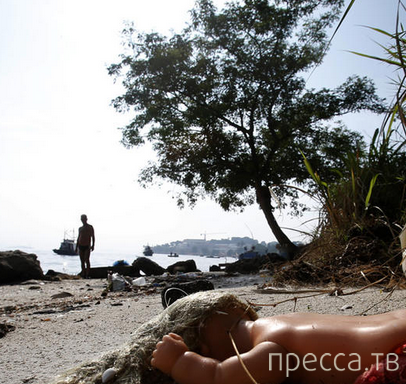 Грязь на пляжах Бразилии (18 фото)