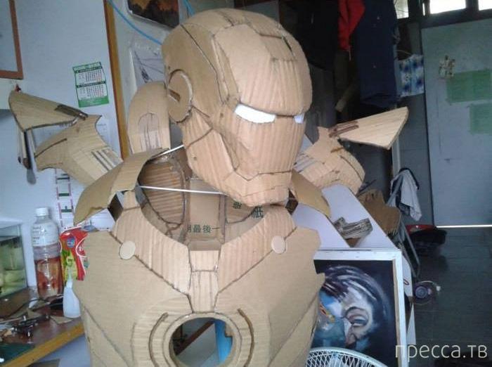 Тайваньский студент собрал из картона костюм железного человека (13 фото)
