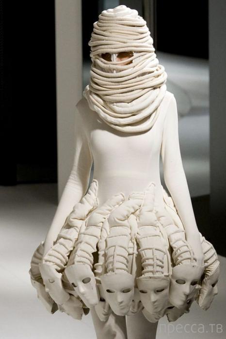 Мода, бессмысленная и беспощадная (23 фото)