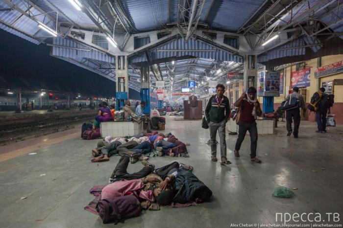Общий вагон индийского поезда (32 фото)